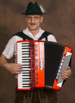 Miami Accordionist 1 pic 1.jpg