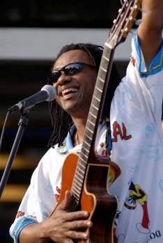 Seattle Brazilian Guitarist 1 pic 1.jpg