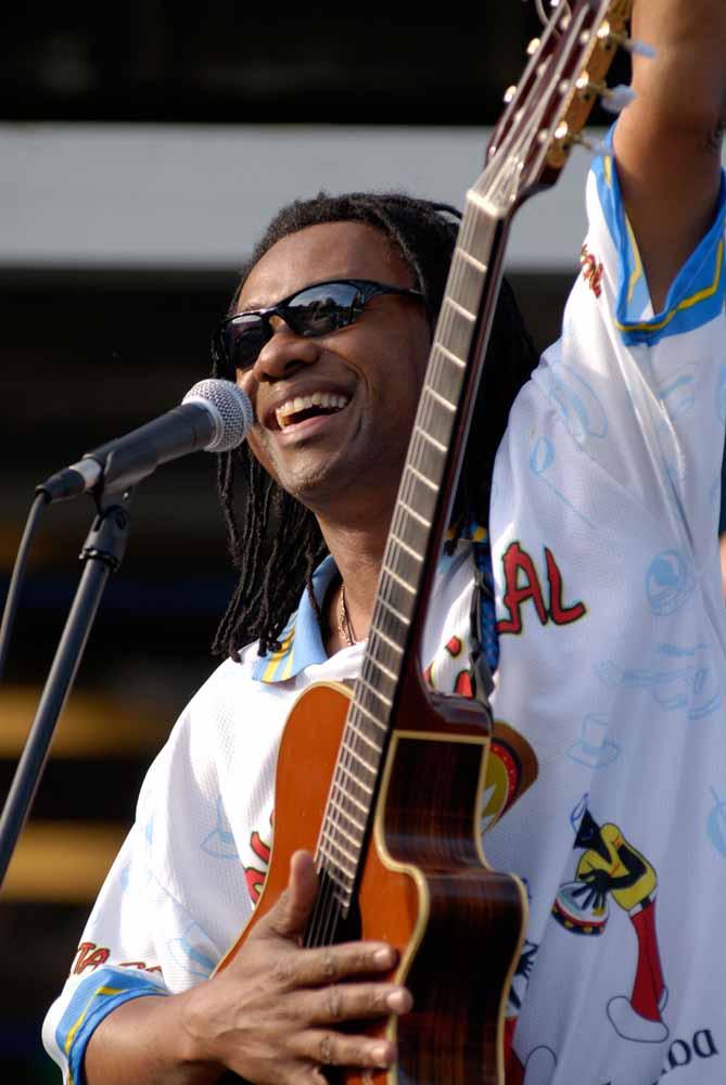 Seattle-Brazilian-Guitarist-1-pic-1