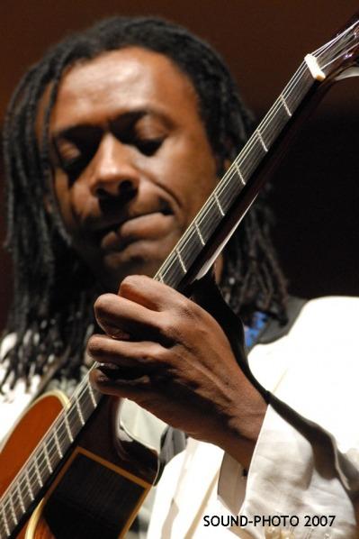 Seattle-Brazilian-Guitarist-1-pic-2