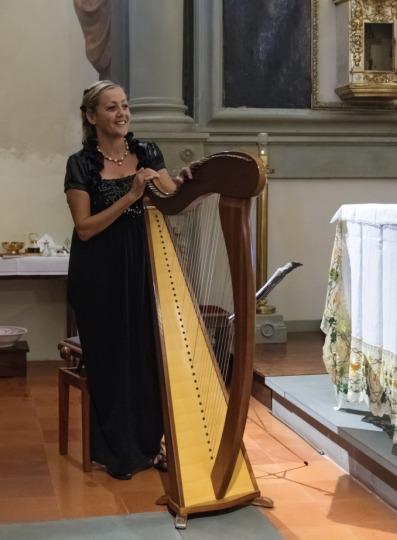 Florence-Harpist-1-pic-2