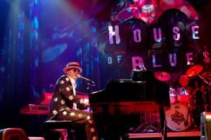 Boston Elton John Impersonator 1 pic 2.jpg