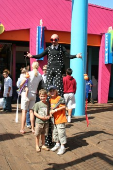 Los Angeles Stilt Walker 2 pic 4.jpg