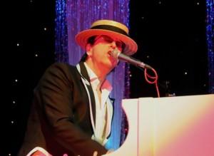 UK Elton John 1 pic 1.jpg