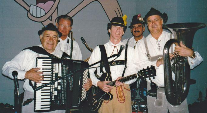 Los-Angeles-German-Accordionist-1-pic-2