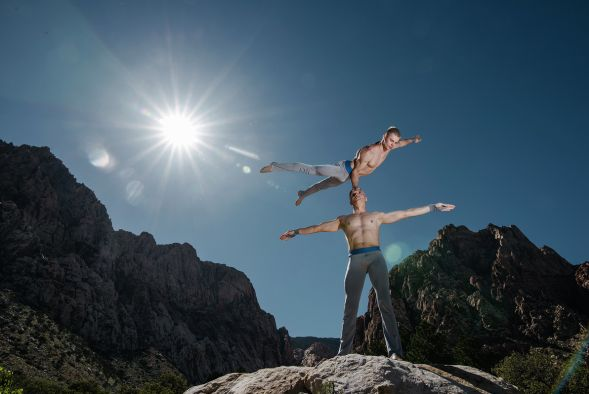 Las-Vegas-Hand-Balancing-Act-1-pic-3