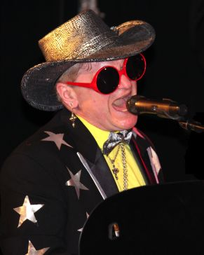 Chicago-Elton-John-Impersonator-1-pic-2-edited